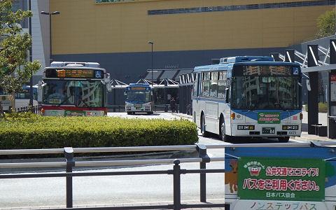 3月の写真:公共交通でエコライフ!バスをご利用ください。 (54KB)